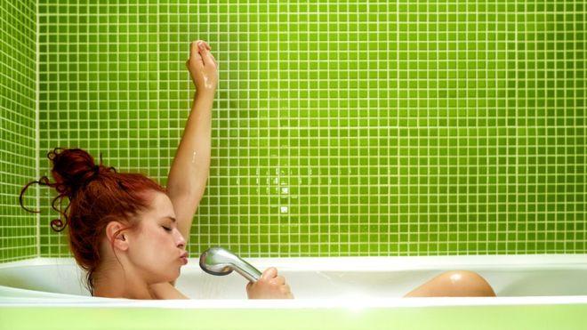 Привычка петь в ванной - это, видимо, тоже часть санитарного империализма