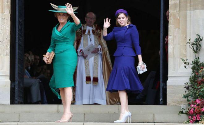 الأميرة بياتريس أميرة يورك بصحبة أمها سارة فيرغسون