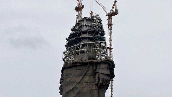 Construcción de la estatua.