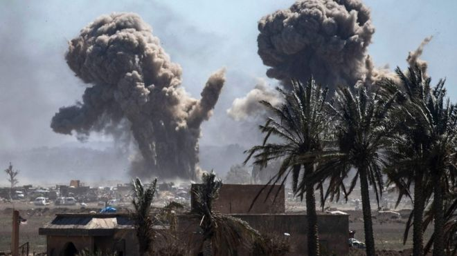 داعش : المعركه الختاميه  _106089777_mediaitem106089773