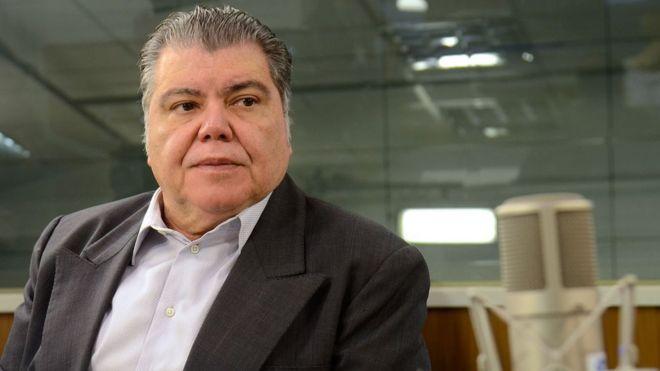 O ex-ministro do Meio Ambiente Sarney Filho em estúdio de rádio