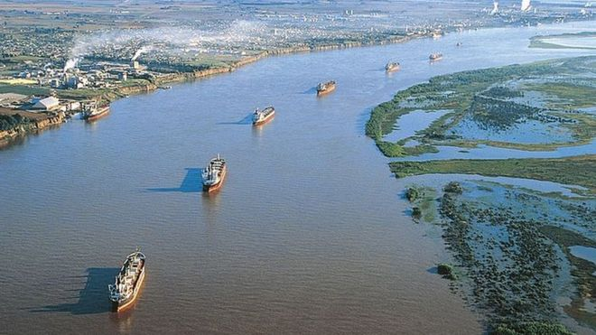 Foto: Hidrovía en el río Paraná (BBC)