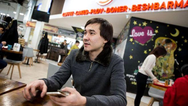 Ассету Кайпиеву, одному из владельцев Sa'biz, теперь придется изменить написание названия своего заведения