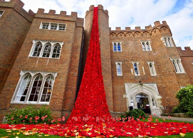 Hertford Castle Poppy Display A Touching Tribute Bbc News