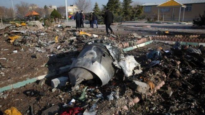 الطائرة الأوكرانية: قادة غربيون يقولون إن الأدلة تظهر إصابتها بـ