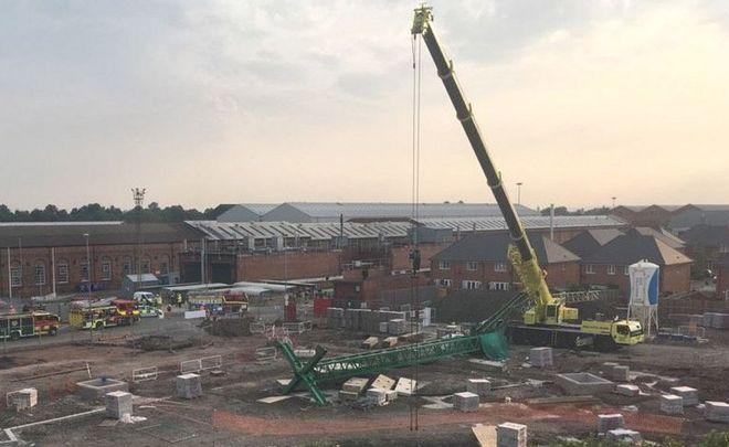 Third man dies after Crewe crane collapse - BBC News