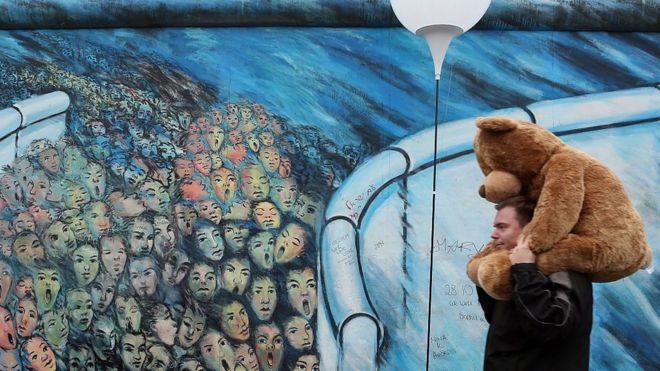 Almanya'nın başkentindeki Berlin Duvarı 5'inci sırada