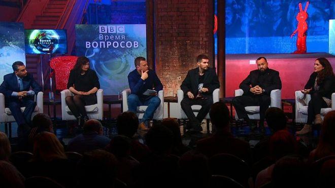 Noize MC, Шлосберг, Анохин, Магкоева и Феррис-Ротман в петербургском выпуске дебатов Би-би-си дискутируют о том, может ли повториться история и что именно приводит к революции.