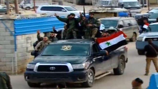Afrin'e ilerleyen Suriyeli milislere bombardıman