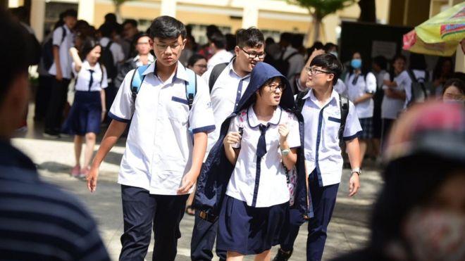 Học sinh rời trường sau kỳ thi tuyển sinh 2019 (Ảnh minh họa)