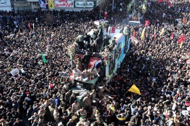 Kasım Süleymani'nin cenazesini taşıyan araç