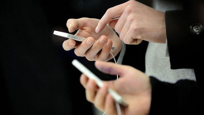Hardware hack defeats iPhone passcode security - BBC News