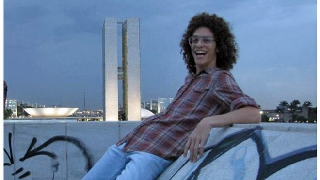 Artur Paschoali em frente ao Congresso Nacional, em Brasília