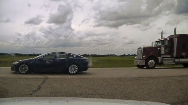 Canada Tesla Driver Charged Over 'Napping While Speeding'
