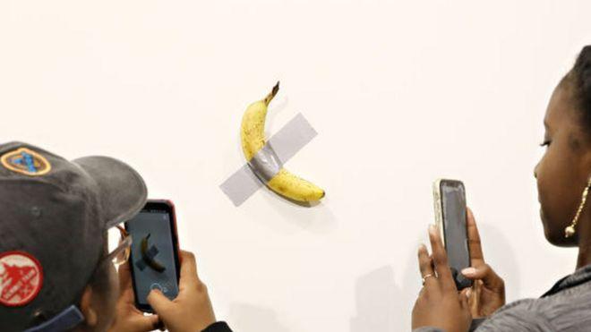 Художник съел чужую работу стоимостью 120 тысяч долларов и назвал это перформансом