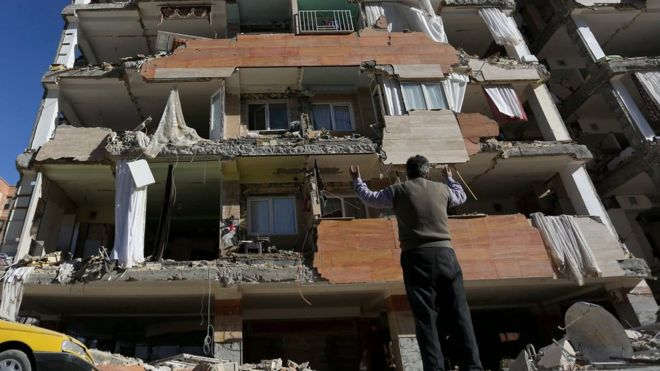 Iran-Iraq earthquake: Hundreds killed as border region hit thumbnail