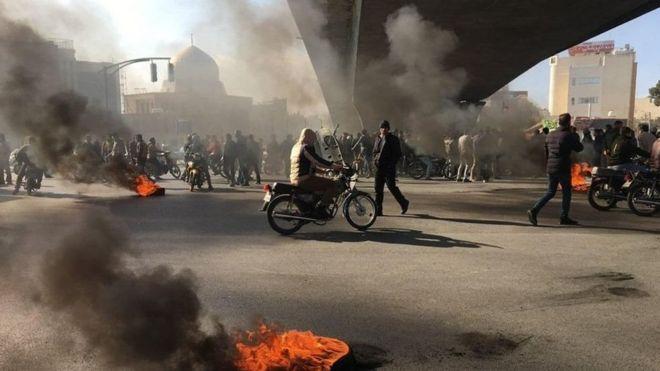 مظاهرات إيران: هل تؤدي التظاهرات في طهران إلى سقوط النظام؟