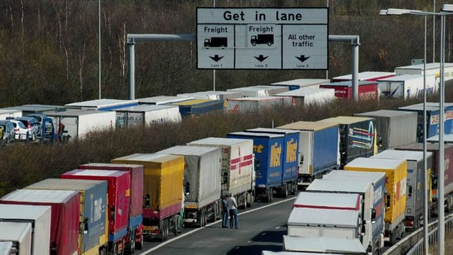 22e60290db Post-Brexit border checks  may triple queues  to port - BBC News
