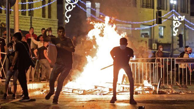 جانب من المصادمات بين الجنود الإسرائيليين والشبان الفلسطينيين في القدس المحتلة
