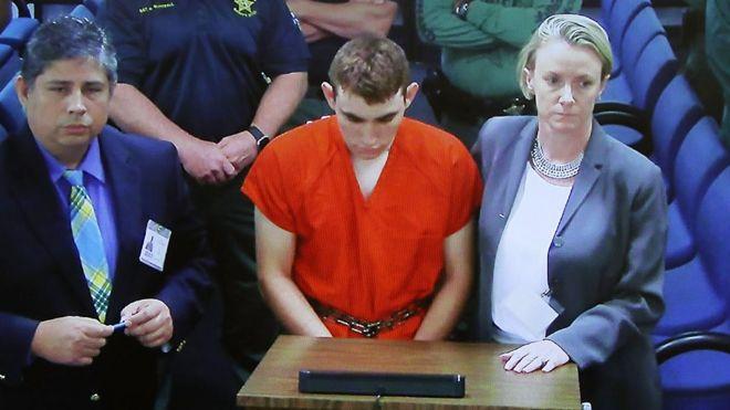 Nikolas Cruz detenido ante la juez de Broward.