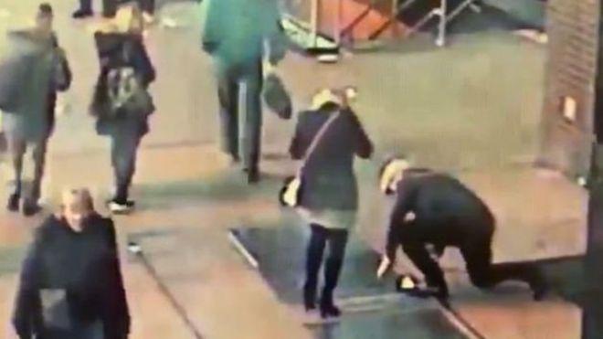 Image result for شرطة نيويورك تبحث عن رجل أضاع خاتم الخطوبة في لحظة رومانسية