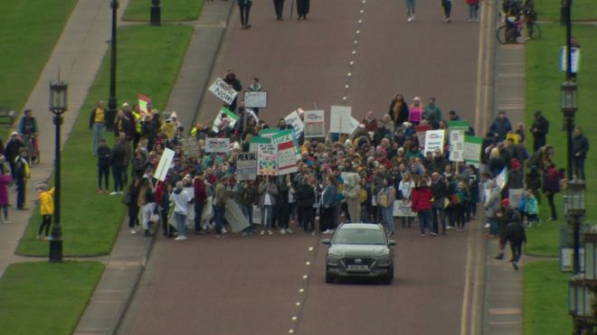 crowds gather at stormont