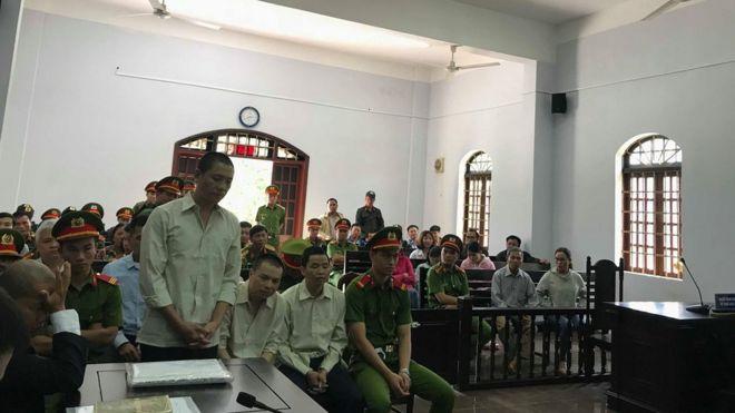Ba bị cáo Ninh Viết Bình, Đặng Văn Hiến và Hà Văn Thường tại phiên tòa phúc thẩm hôm 12/7