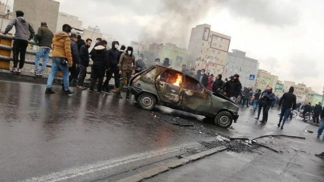 Tahran'daki protestolardan bir görüntü (16 Kasım 2019)