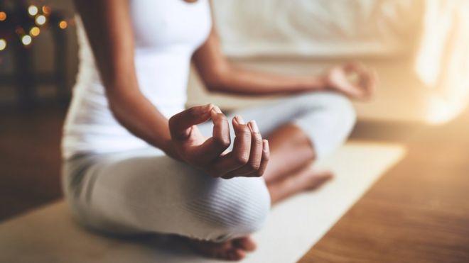 En qué se diferencian y en qué se parecen el yoga y el pilates - BBC ... 3e9e40b055ec