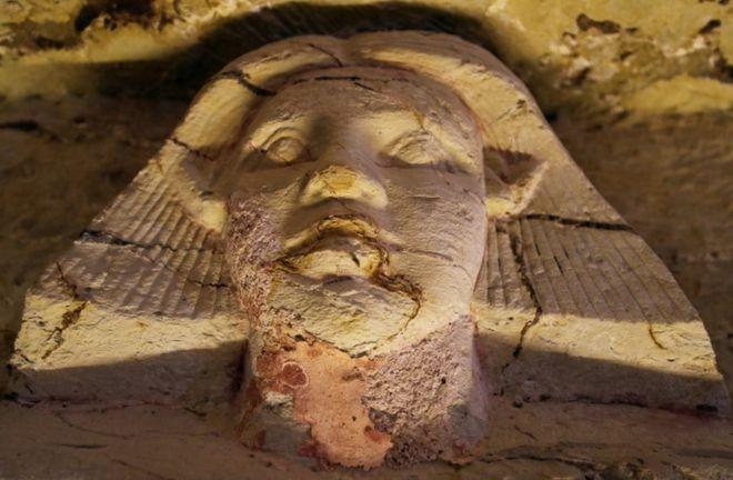 آثاری از دوران دودمان پنجم که از ۴۵۰۰ تا ۴۳۵۰ سال پیش در مصر حاکم بود