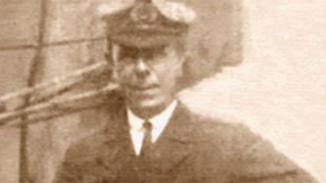 Mémorial en l'honneur de Robert Hichens [Ecosse] _110222028_mediaitem59369656