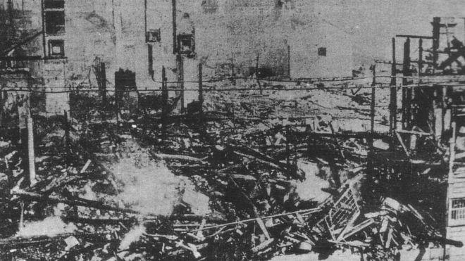 Sede de empresa queimada por manifestantes
