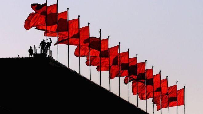 """2020:撞向中国经济的""""灰犀牛"""""""