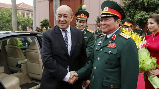 French Defence minister Jean Yves Le Drian met his Vietnamese counterpart, Gen.Ngo Xuan Lich