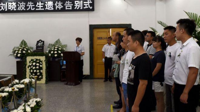 一些出席刘晓波告别式的人的样子被模糊化