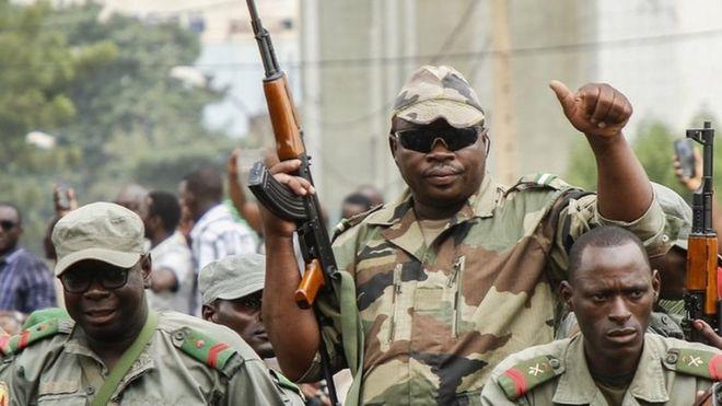 تولى الجيش السلطة في مالي لأول مرة في أغسطس/آب 2020 بعد أشهر من الاحتجاجات المناهضة للحكومة.
