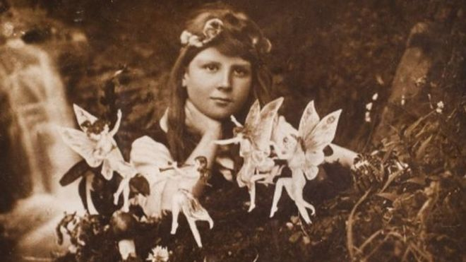 Fairytale: A True Story - Review - The Cottingley Fairies _110140328_fairies1