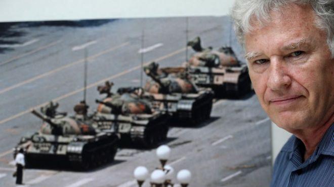 Nhiếp ảnh gia Jeff Widener và bức ảnh nổi tiếng Tank Man