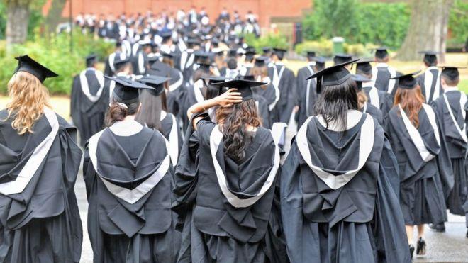First-class honours for a quarter of UK graduates - BBC News