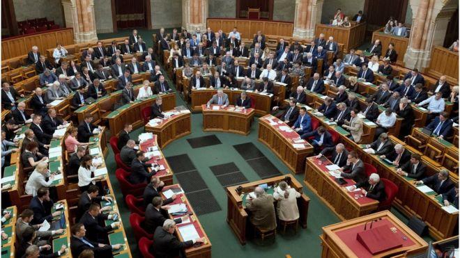 Macaristan'da 'mülteci karşıtı önlemler' anayasaya girdi: Yardım edene ceza