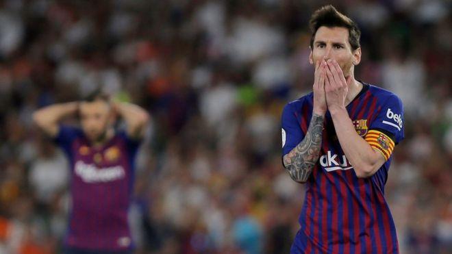 بلنسية يحرم ليونيل ميسي ورفاقه في برشلونة من الفوز بكأس ملك إسبانيا للتغلب على ألم الخروج من دوري أبطال أوروبا أمام ليفربول