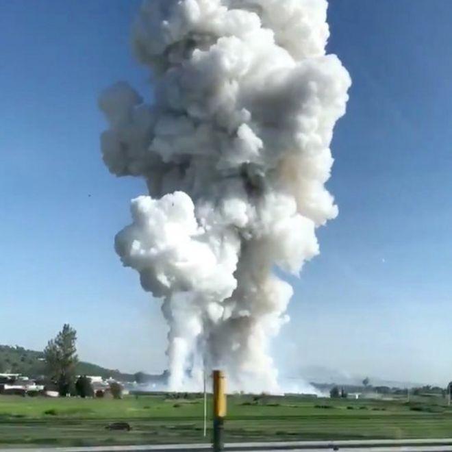 La explosión fue visible a gran distancia del lugar.