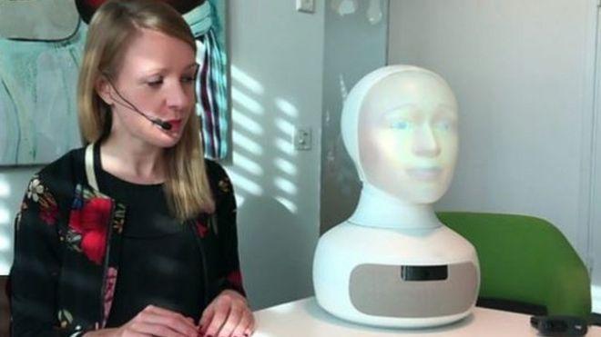 你喜欢机器人还是真人做你的面试官?