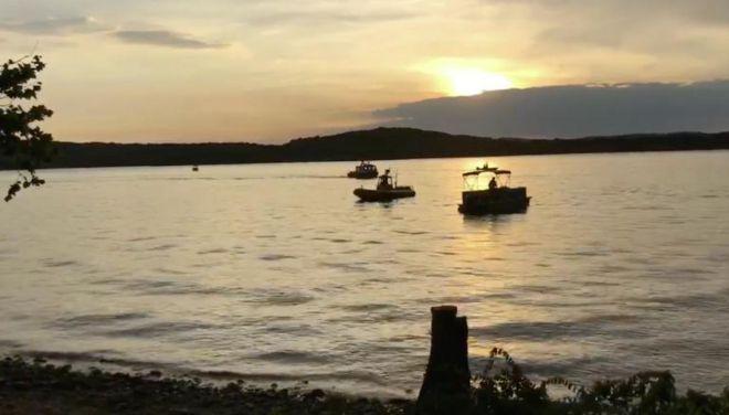 غرق شدن قایق توریستی در آمریکا حداقل سیزده کشته به جا گذاشت