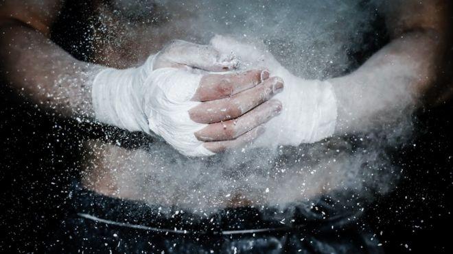 Imagen de un boxeador con vendaje