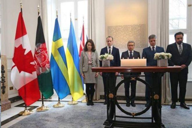 عکس آرشیوی از ادای احترام به قربانیان حادثه سقوط هواپیمای مسافربری اوکراین