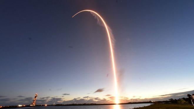 """Корабль """"Старлайнер"""" отправился к МКС. Но вышел не на ту орбиту"""