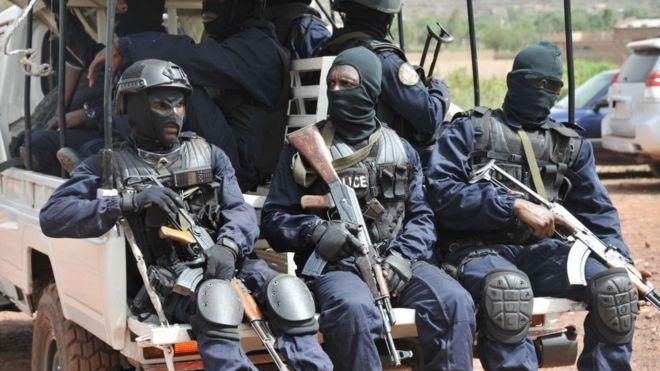 L'Ong américaine, qui a également pointé du doigt l'armée du Burkina Faso, a évoqué l'existence de trois fosses communes
