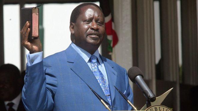 Raila Odinga akiapishwa kuwa waziri mkuu baada ya uchaguzi wa 2007 uliokumbwa na utata