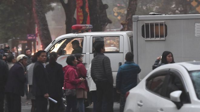 Bên ngoài phiên tòa xét xử các ông Đinh La Thăng, Trịnh Xuân Thanh và đồng phạm